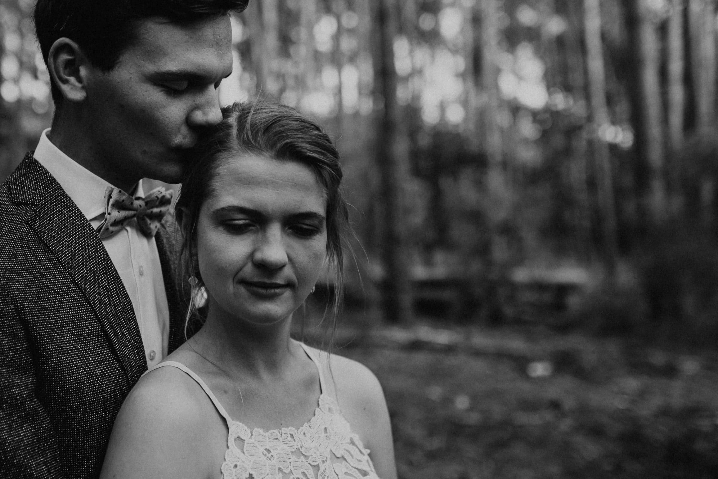 Hochzeit berlin, mühle tornow, muehle tornow, tornow, paarshooting, couple shooting, hochzeitsfotograf berlin, wedding couple shooting, forest, wald, forest couple shooting