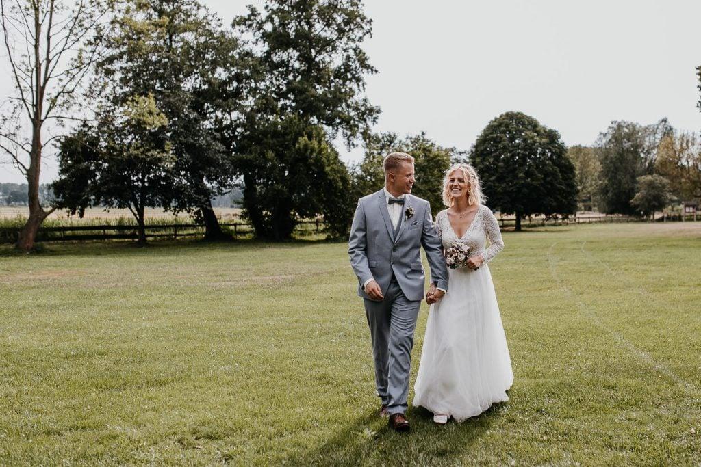 vintage, wedding, berlin, boho, hochzeit, schloss diedersdorf, spitzenkleid, brautkleid, sommerhochzeit, summer wedding, vintage wedding, vintagehochzeit, schmiede