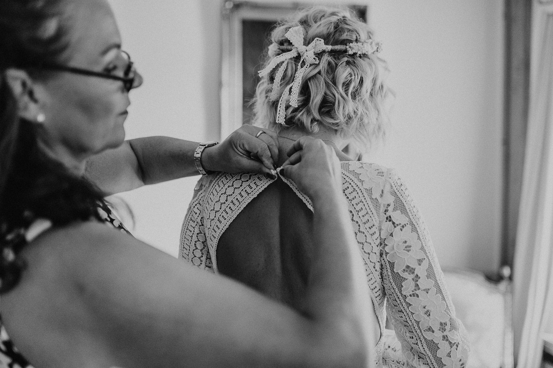 bride, getting ready, wedding gown, gown, brautkleid, vintage gown, wedding dress, bridal gown, lace, spitze
