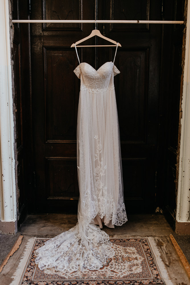 getting ready, gettin ready, hochzeitskleid, boho kleid, boho hochzeitskleid, vintage hochzeitskleid, wedding dress, bridal gown, wedding dress berlin, wedding berlin, kulturschloss roskow, boho bride, boho braut, lace, spitze