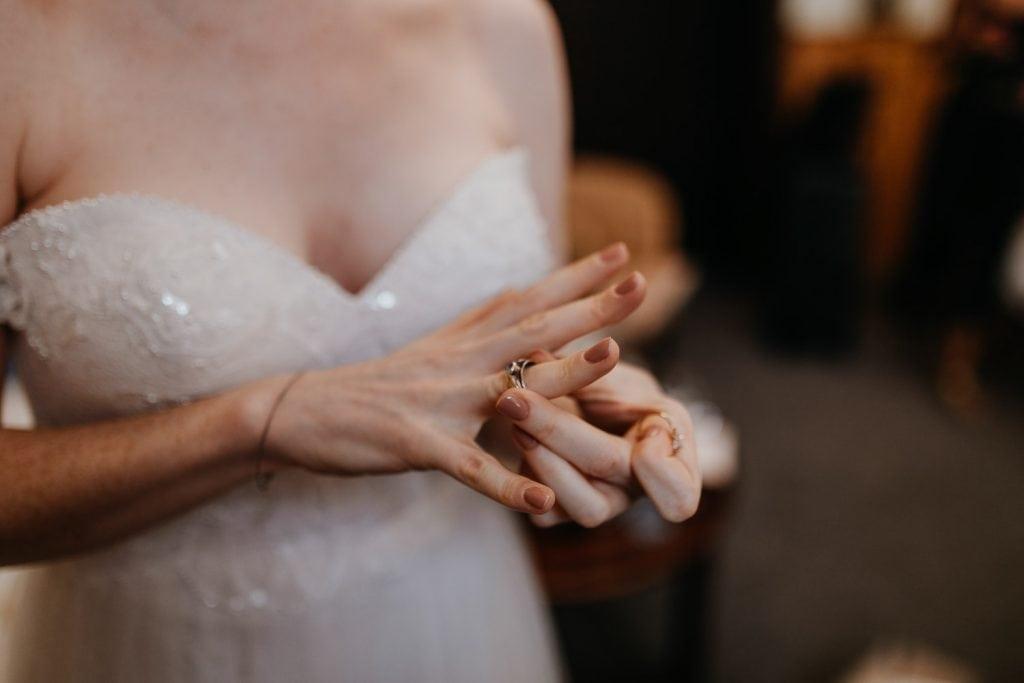 getting ready, gettin ready, ringe, rings, ring, wedding berlin, kulturschloss roskow, boho bride, boho braut